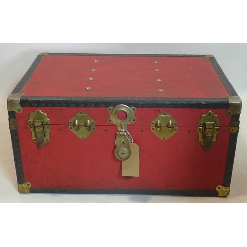 156 - A vintage travelling trunk, H.38 W.75 D.51cm...