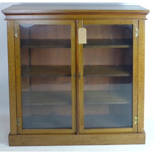 185 - An Arts & Crafts glazed oak bookcase, H.108 W.107 D.31cm...