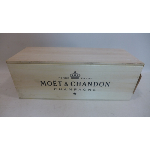 354 - A cased bottle of Moët & Chandon Impérial Brut Methuselah Champagne, 6000ml (1 bottle)...