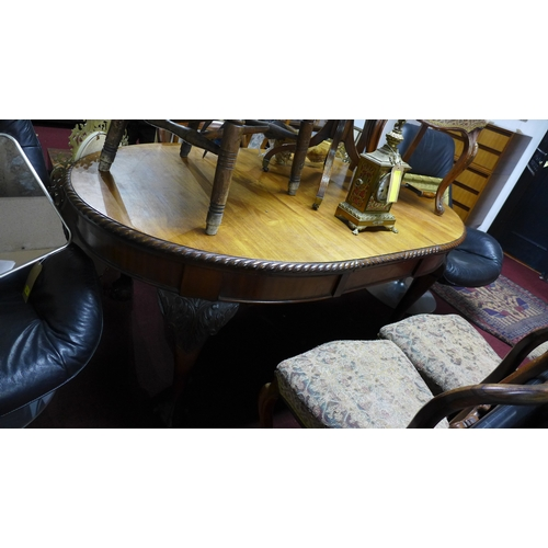 128 - A Georgian style mahogany extending dining table, with extra leaf and winding key, H.72 W.178 D.100c...