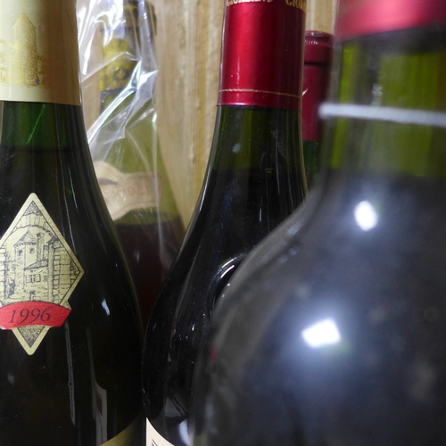 102 - A collection of 7 bottles of red wine, to include Cotes de Beaune Villages 1985; 1 bottle Giordano A...
