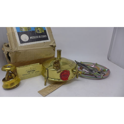 374 - A 1956 military issue Monitor wickless oil stove, in original box...