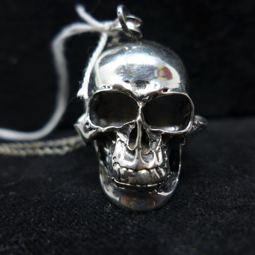 298 - A sterling silver vesta case in the form of a skull, 3 x 4cm, 30.8g...