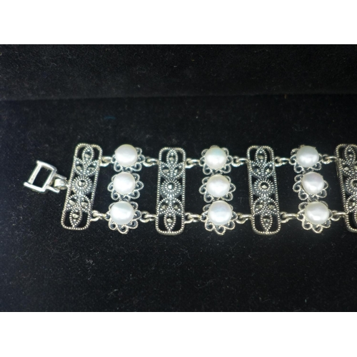 314 - A sterling silver panel bracelet set with floral marcasite sprays and 21 white cultured pearls, L: 1...