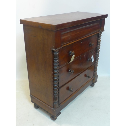 540 - A Victorian mahogany chest of drawers, H.119 W.107 D.50cm...