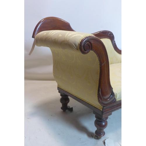 552 - A Victorian mahogany chaise longue