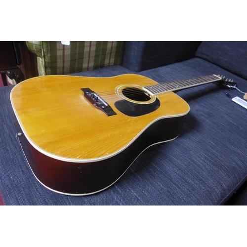 570 - An acoustic guitar by Kent, L: 105cm...