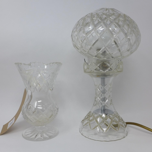 750 - A crystal table lamp, H.28cm, together with a crystal vase, H.15cm (2)...