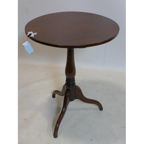844 - An early 19th century mahogany tilt top table, raised on turned supports and 3 splayed legs, H.71 D....