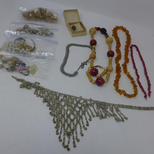 859 - A collection of vintage jewellery to include earrings an amber bead necklace, a Russian ring and oth...
