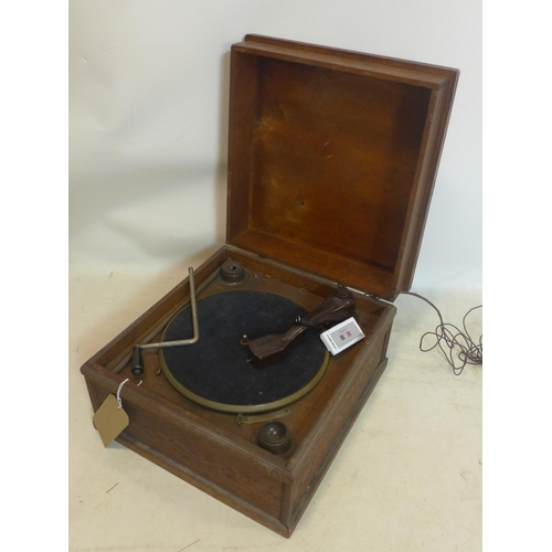 545 - An early 20th century oak cased Victrola with Bakelite fittings...