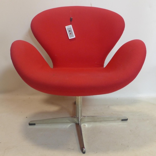 540 - An Arne Jacobsen style swan chair...
