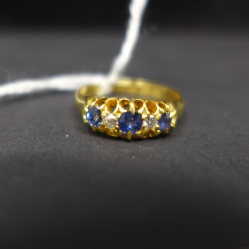 291 - An Edwardian, 18ct yellow gold ring set with alternating sapphire and diamonds to a carved mount, Si...