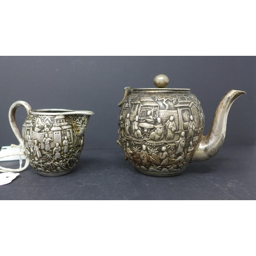 398 - A 19th century Gem Woo Chinese canton silver tea pot, H.12cm, and matching jug, with broken handle, ...