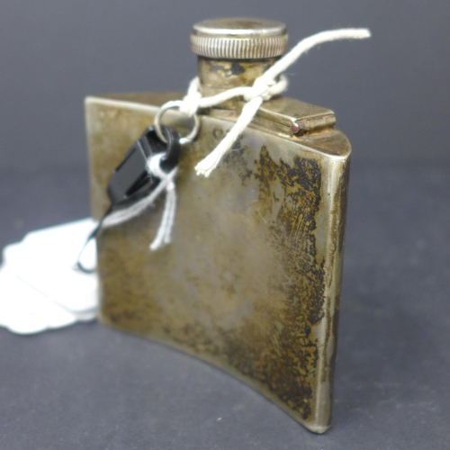 400 - A George V silver hip flask by Goldsmiths & Silversmiths Company, London 1917, weight approx. 3.2g, ...