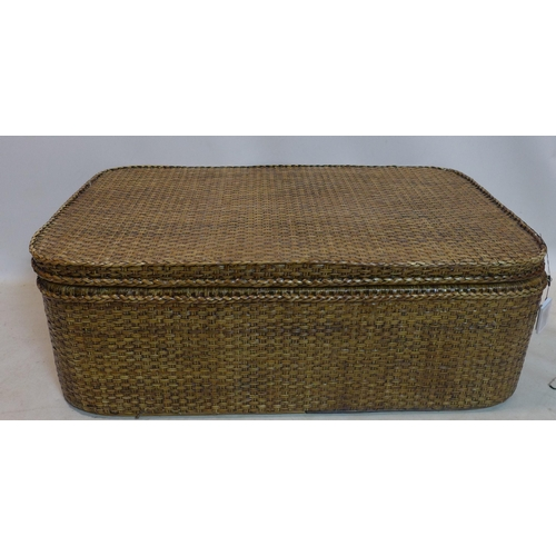 53 - A large wicker storage hamper/ coffee table with inner tray, H.41 W.120 D.75cm...