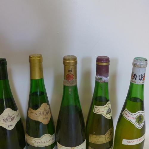 217 - A collection of 12 bottles of Vins d'Alsace, to include Muscat Gewurztraminer, Sylvaner, Pinot Blanc...