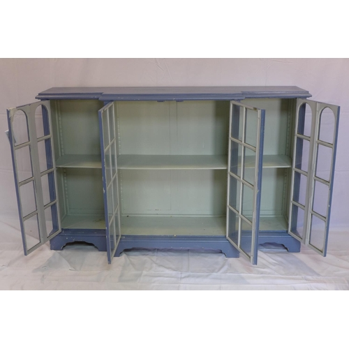 536 - A large blue painted breakfront bookcase, H.101 W.161 D.40cm...