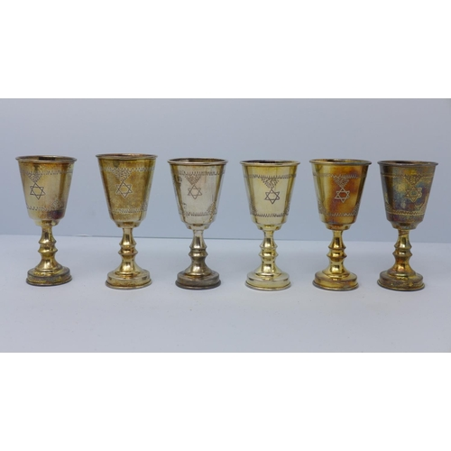 673 - A set of six Kiddush Cups (Judaica), by Sigmund Zyto, London 1922, boxed, approx. 4.2 troy oz, each ...
