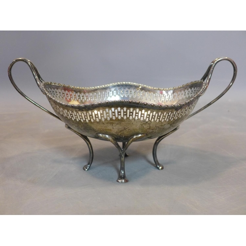 680 - Two baskets and one kylix reproduction from the British Museum, London 1870's, approx 28.06  troy oz...