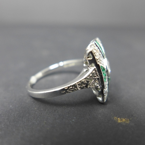 203 - An Art Deco style silver, cubic zirconia and emerald ring, size P...