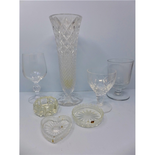 177 - A collection of glassware, to include wine glasses, crystal dishes, candle holders, drinking glasses...