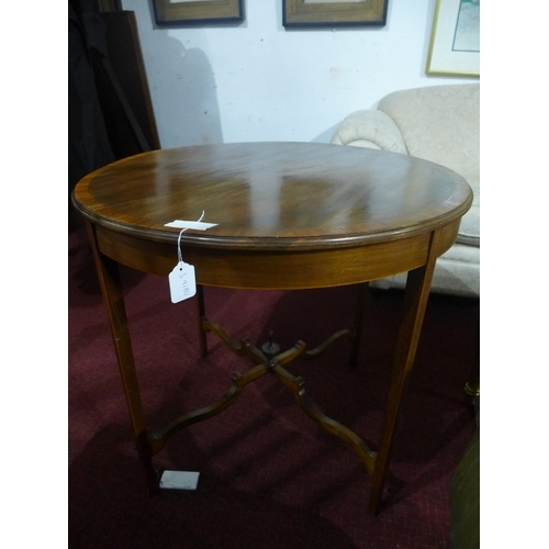 28 - A late 19th century circular mahogany centre table with satinwood cross banding, H.71 D.76cm