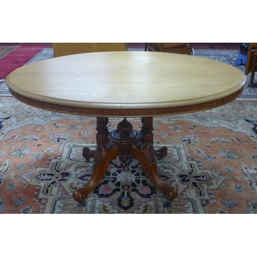 643 - A late 19th century oval mahogany dining table, on four turned spports and outswept feet on castors,...