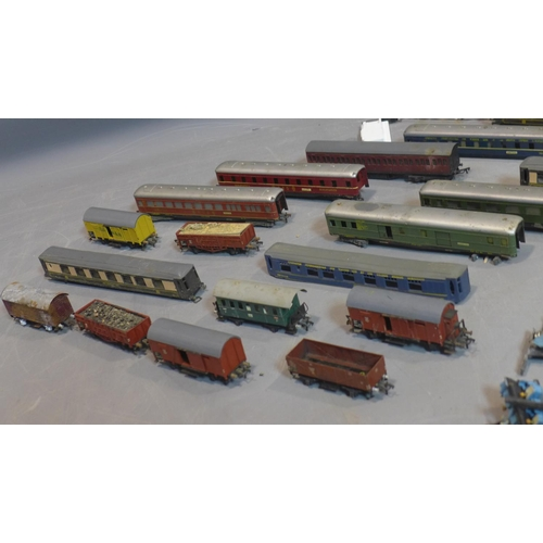 518 - A collection of model railway carriages, to include Fleischmann and Graham Farish (qty)...