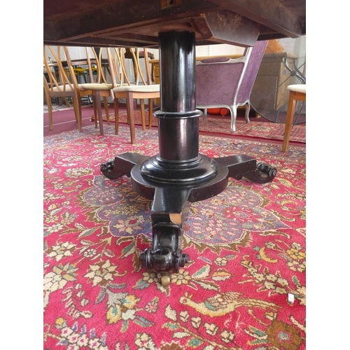 538 - A 19th century mahogany circular dining table, raised on ebonised turned support on tri-form base wi...