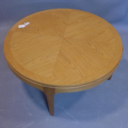 117 - A 20th century circular oak table, H.91cm Diameter 87cm...