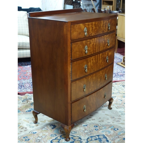 360 - An early 20th century mahogany bow fronted chest of 5 drawers, H.110 W.76 D.49cm...