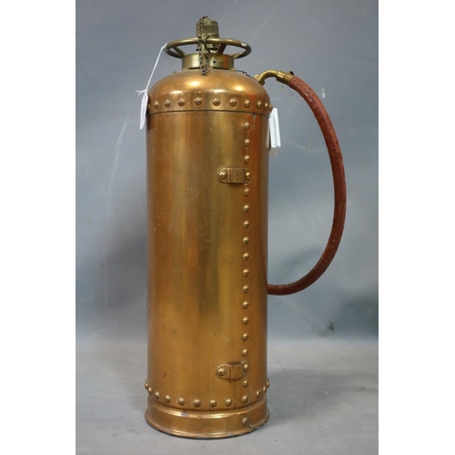 555 - A vintage Waterloo copper fire extinguisher, made in 1964, H.60cm...