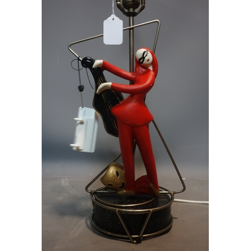 580 - Fine 1950's american lamp with female figurine playing an instrument, H.66cm...