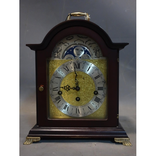 620 - A 20th century German mantle clock with movement by Franz Hermle, H.26 W.23 D.15cm...