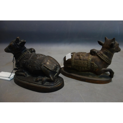 543 - A pair of 20th century Indonesian cast bronze cows, H.17 W.22 D.11cm...
