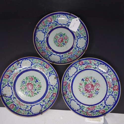 38 - A set of three 19th century Chinese porcelain plates with floral decoration, D.23cm...