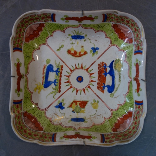 32 - A set of five 19th century porcelain dishes with Chinese design...
