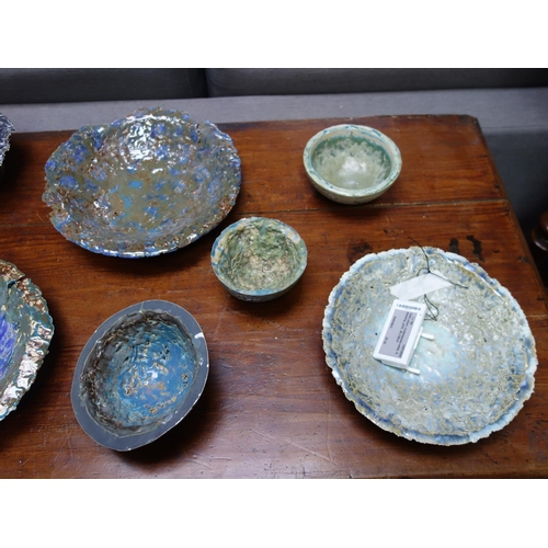 8 - A collection of 10 Studio Art Pottery bowls and dishes of varying size and form (10)...