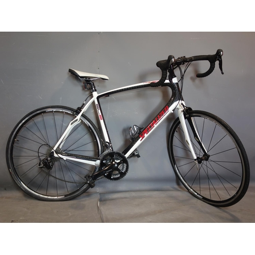 133 - A Specialised SL2 Roubaix Sport Carbon fiber road bicycle....