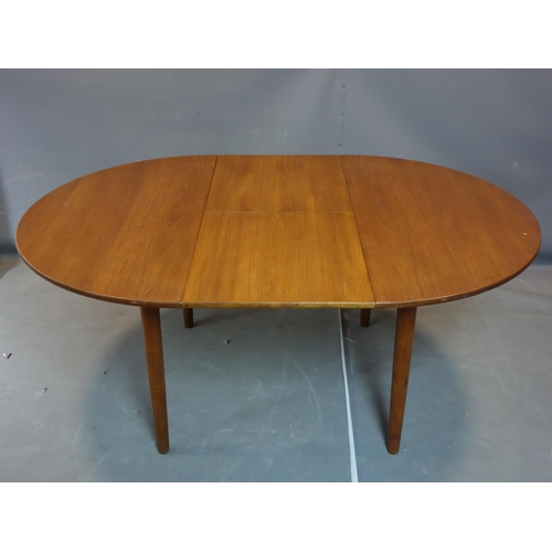 28 - A mid 20th century teak extending dining table, on tapering legs, H.73 W.175 D.122cm (extended)...
