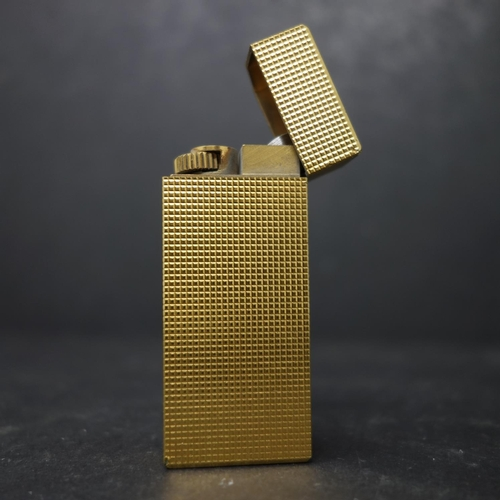334 - A vintage 'Les Must de Cartier' gold plated lighter in a fitted box, H.6cm...