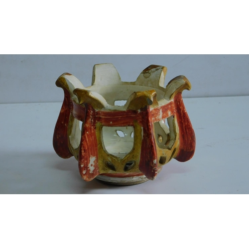 14 - A Chinese Ming porcelain stand. 11x16cm....