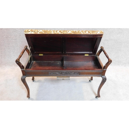 25 - A late Victorian duet stool on cabriole supports. 60x100x40cm...