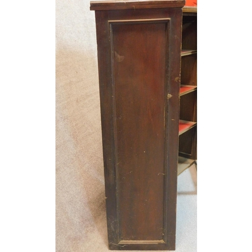 32 - A pair of 19th century glazed bookcases. 110x51x34cm...