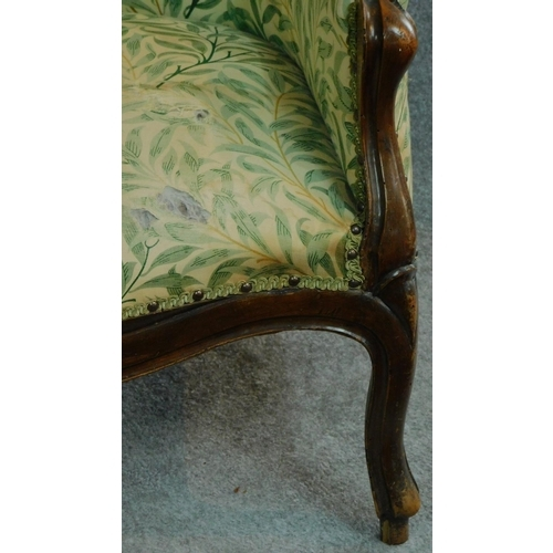 7 - A near pair of French style walnut framed spoon back armchairs on cabriole supports. H.101cm...