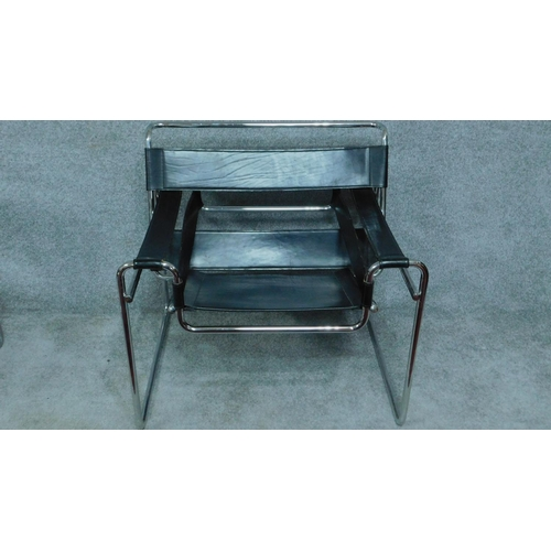 48 - A pair of Vintage Wassily B3 style black leather armchairs on chrome support. H.72cm...