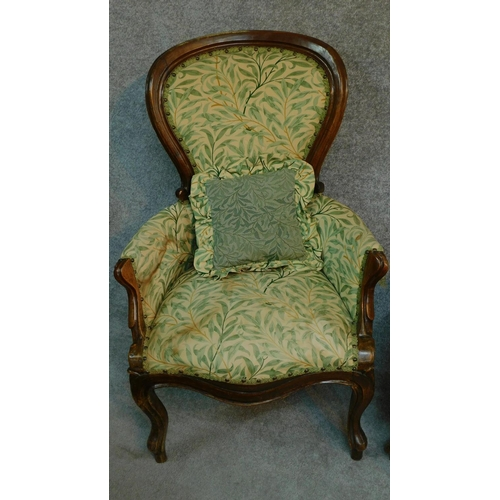 6 - A near pair of French style walnut framed spoon back armchairs on cabriole supports. H.101cm...