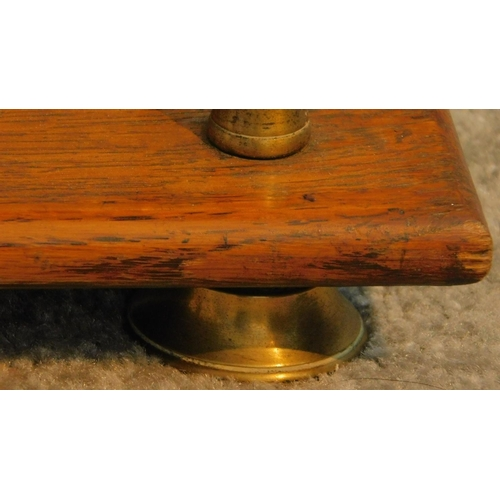 10 - A set of Victorian oak open shelves with brass supports and feet. H.63 W.89 D.20cm...