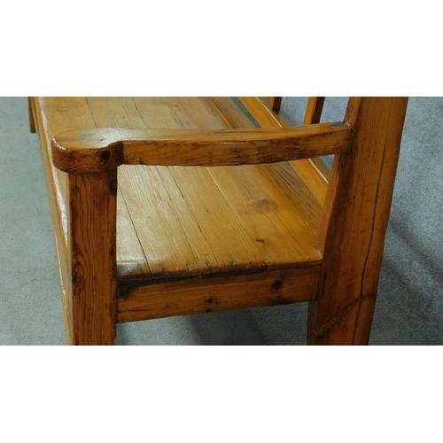 60 - An American yellow wood bench. H.97 W.190 D.55cm...